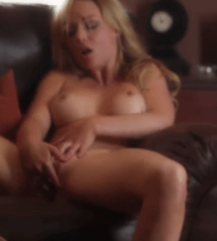 華麗的克羅斯觸摸自己自慰,直到她濕了 Gorgeous Kayden Kross touching herself until she gets wet