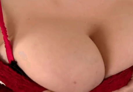 俄羅斯巨乳女神奶操振動獨奏脫衣舞 Russian Busty Goddess In Titty Shaking Solo Striptease