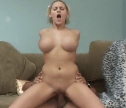 性愛金髮巨乳啦啦隊 Busty cheerleader fucking